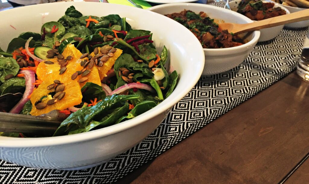 Healthy spinach salad recipe with tagine Mesa de Vida